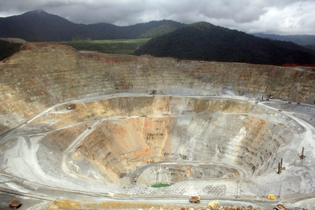 Batu Hijau mine in Indonesia (Photo)
