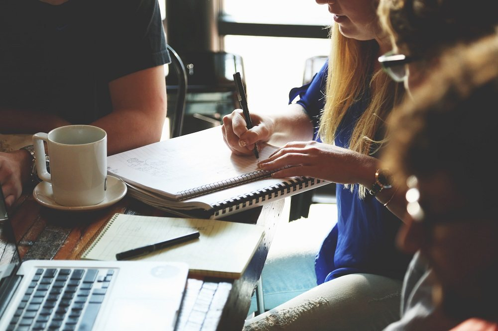 9 mistakes entrepreneurs make with their social media