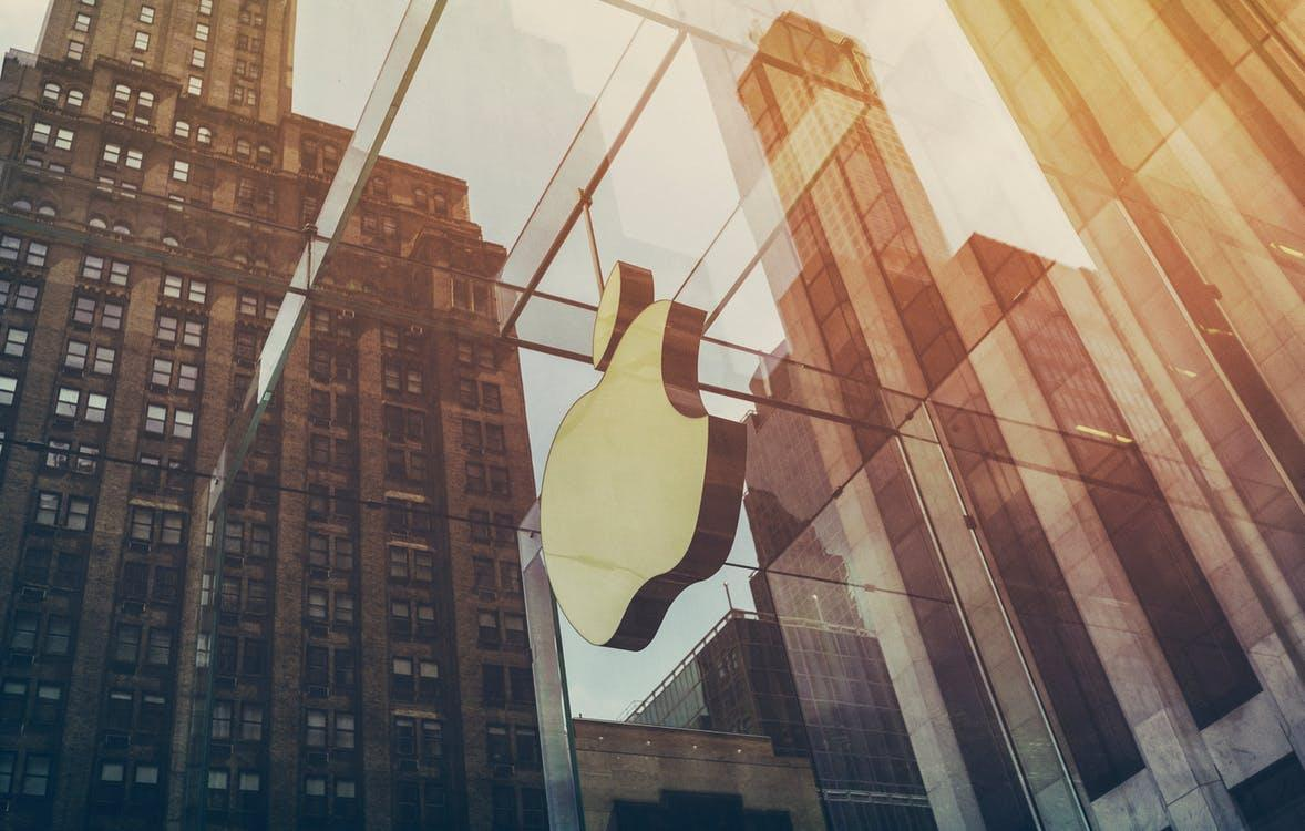 How Apple stock fits into Warren Buffett's valuation of a company
