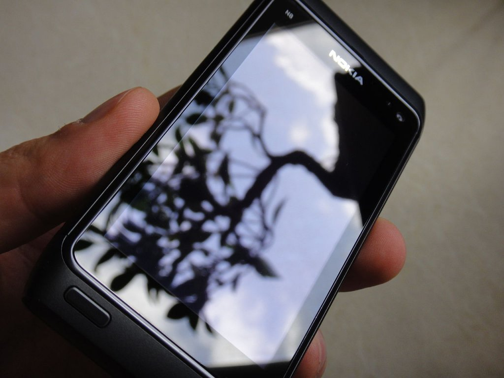 Corning incorporated - Gorilla glass screen of Nokia N8 phone