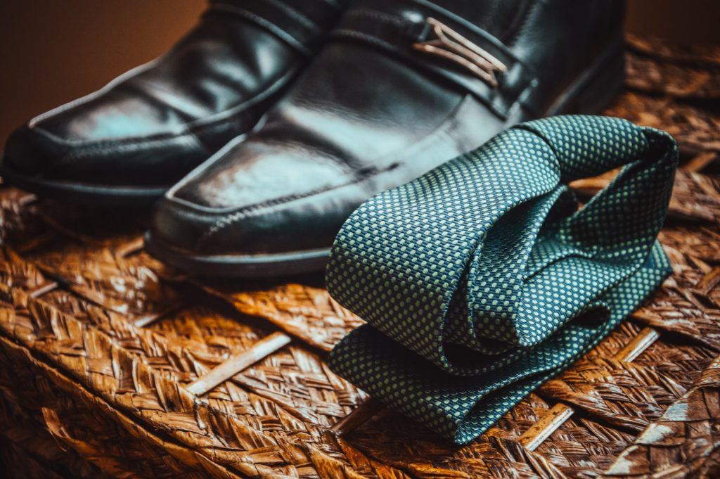 Leather shoes and necktie for networking