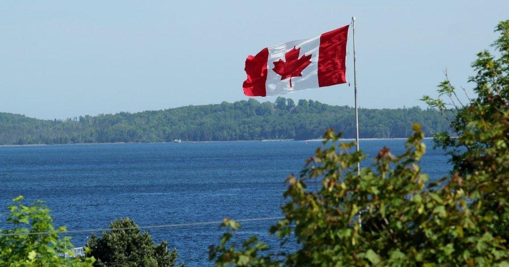 Pay taxes: Canada flag