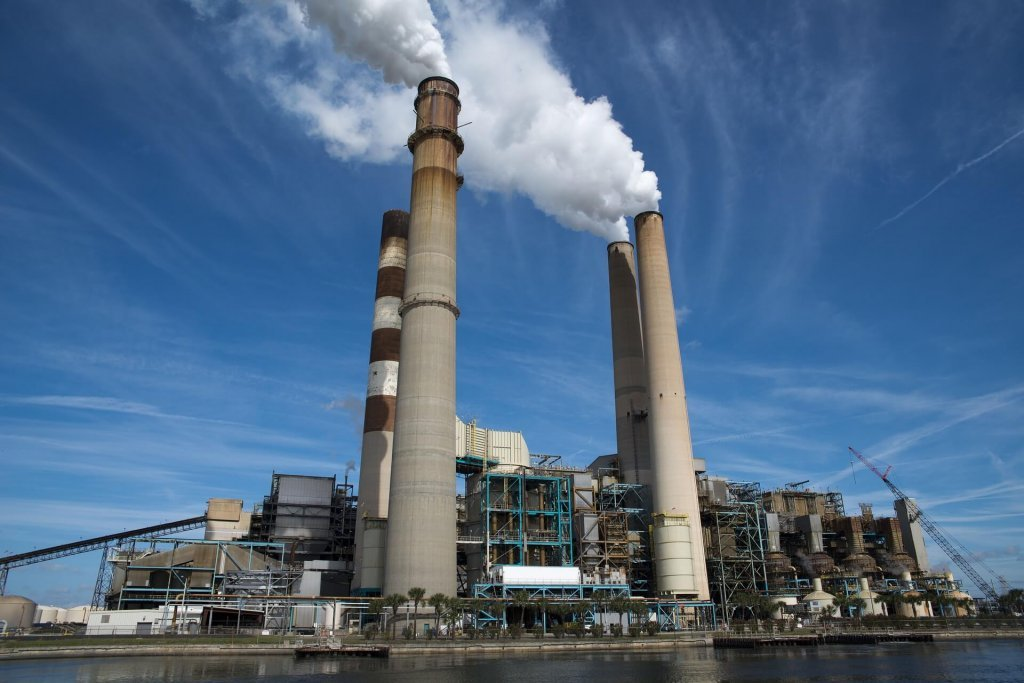 Power plant vs renewable energies