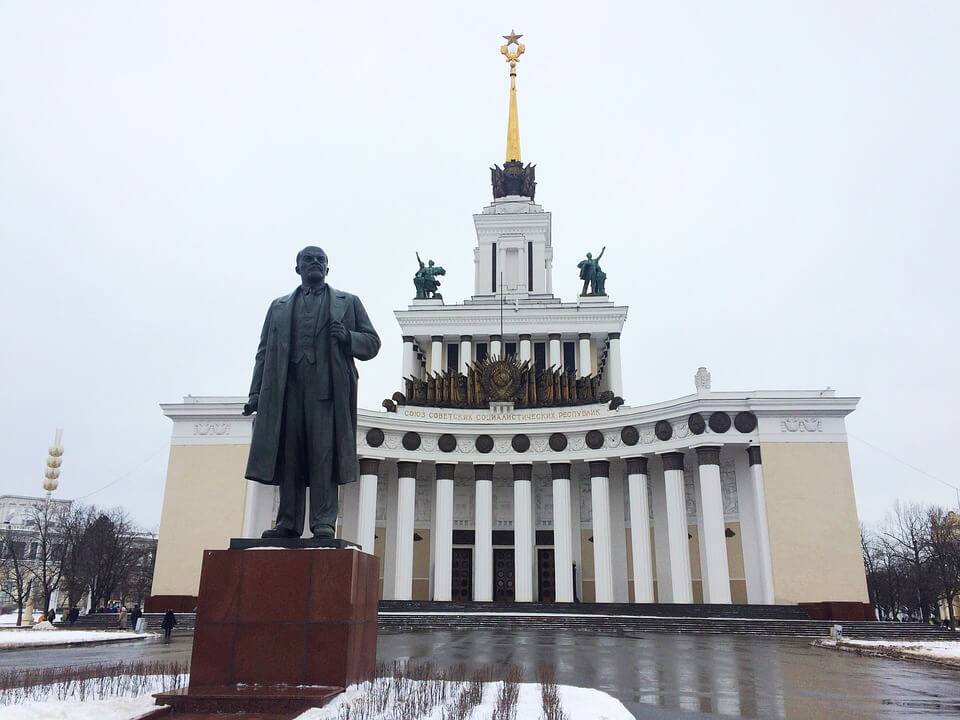Lenin statue in Moscow