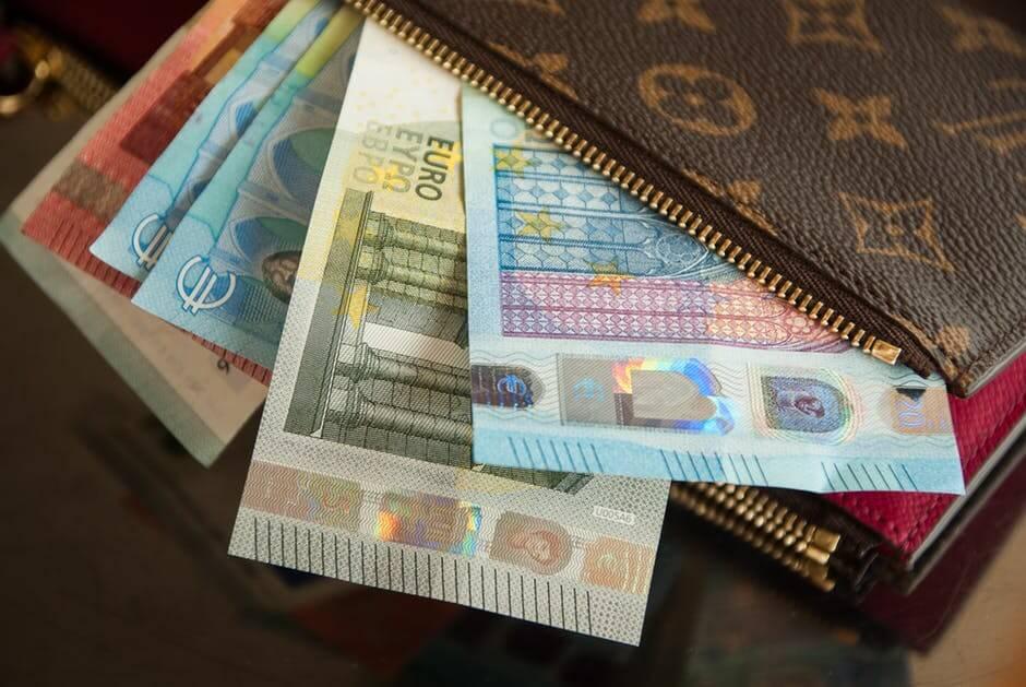 debt market: Money in wallet.