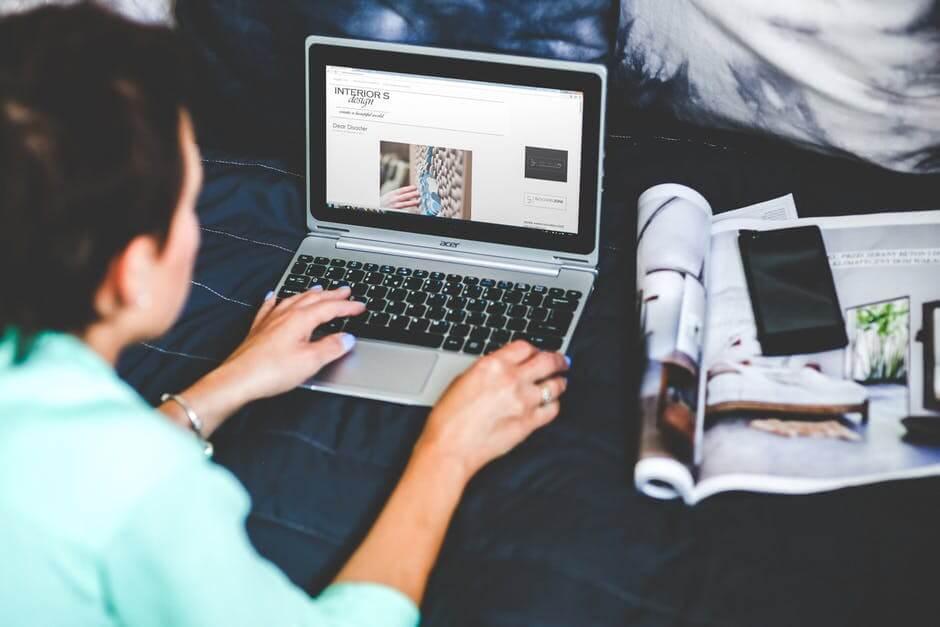 Blogger.