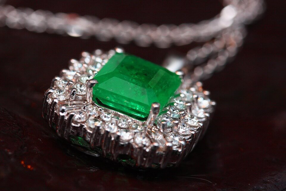 jewelry prices: Emerald gem.