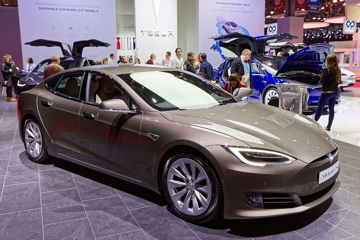 2016 Tesla Model S.