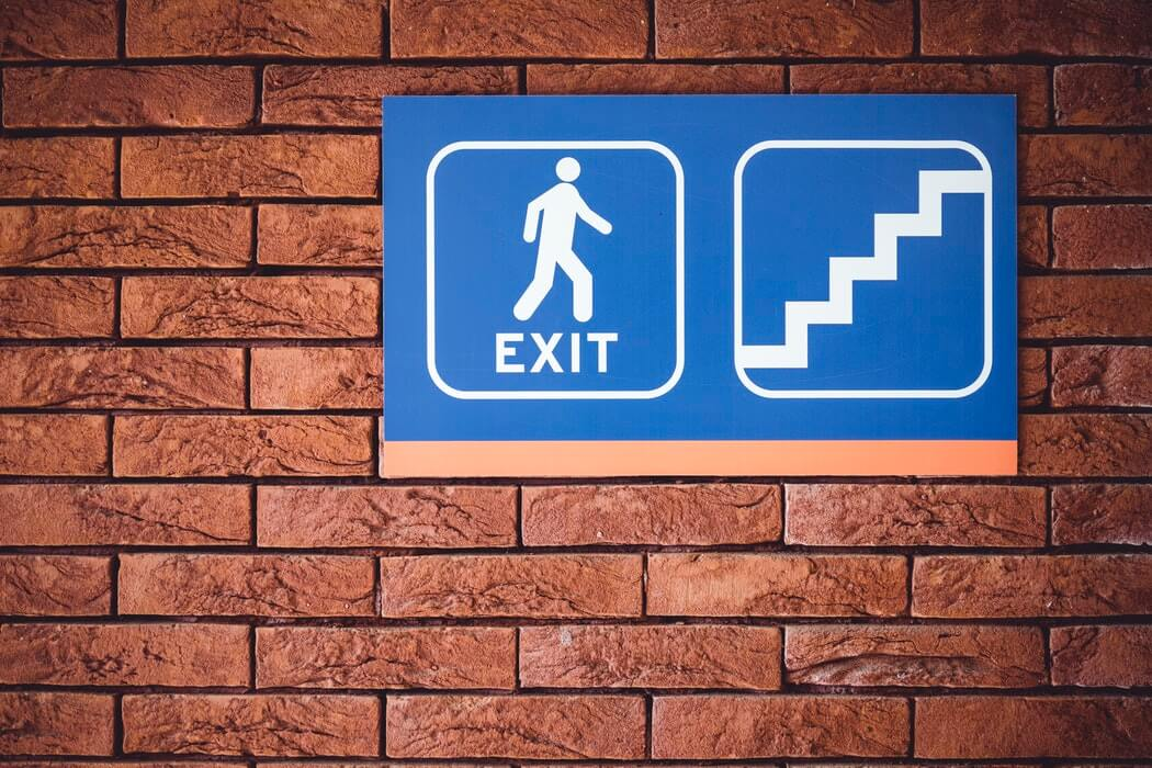 Knowing the exit points facilitates an easier strategy when getting out of a restaurant.