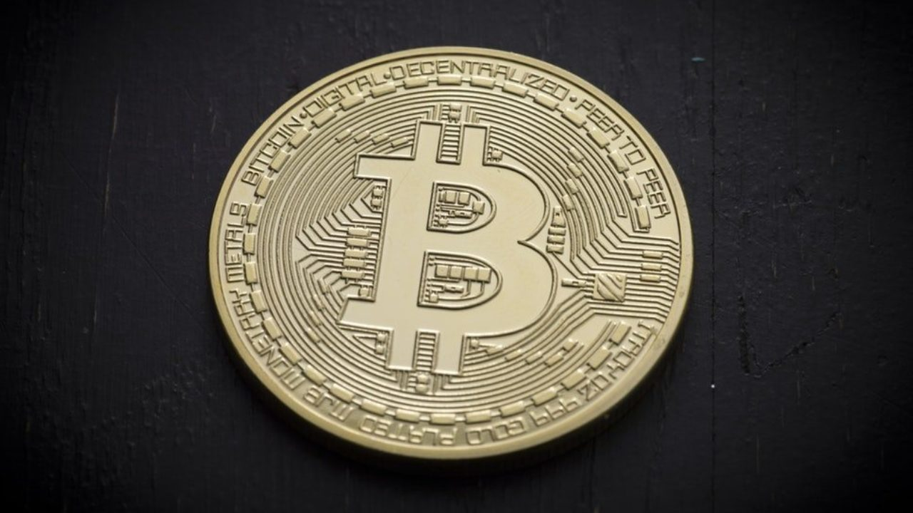 Investors-love-Bitcoin-and-no-one-can-st
