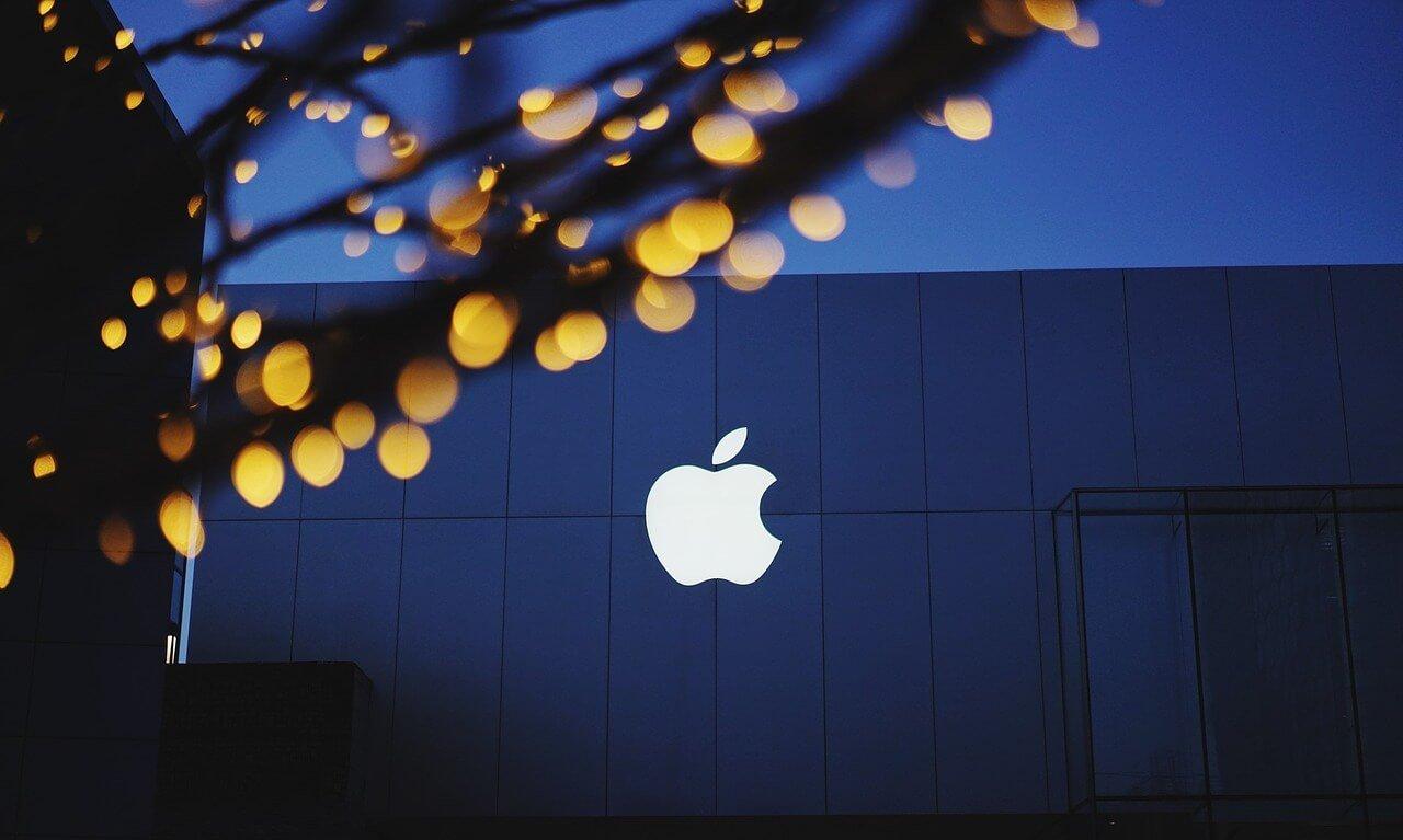 Berkshire Hathaway Warren Buffett Apple