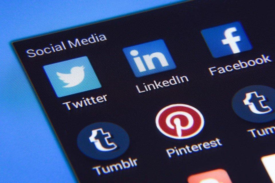 Social media socially responsible investing