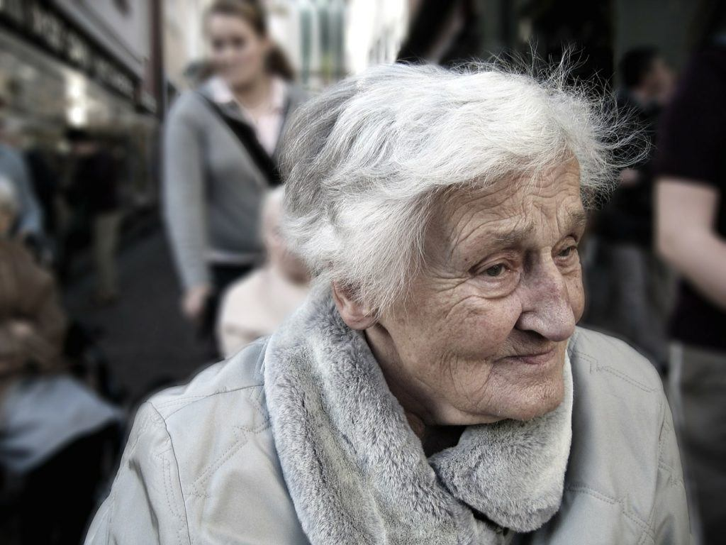 This picture show an old woman suffering from Alzheimer's disease.