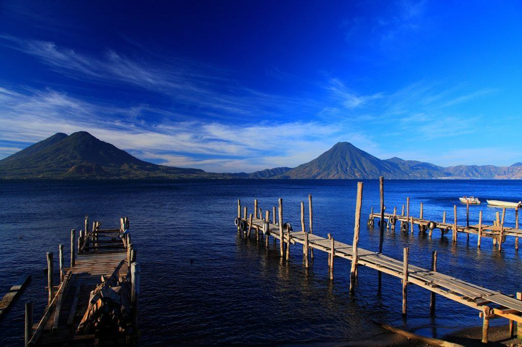 This picture show a beautiful lake in Guatemala.