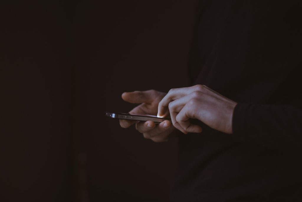 This picture show a man using a smartphone.
