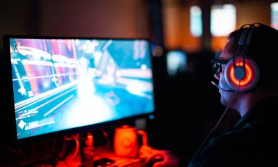 This picture show a persona playing a video game thanks to a crowdfunding campaign.