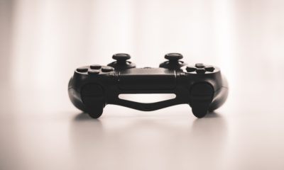This picture show a video game controller.