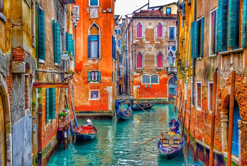 This picture show the city of Venice.