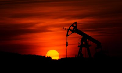 This picture show an oil well.