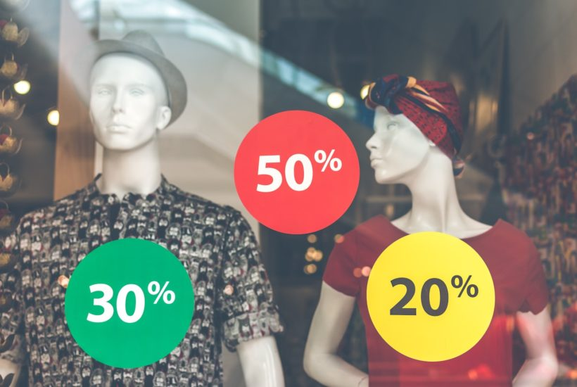 This picture show some clothes brands with discounts.