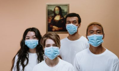 This picture show a group of health workers with facemasks.