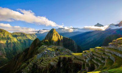 This picture show the ruins of Machu Pichu in Peru.
