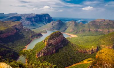 This picture show a valley in South Africa.