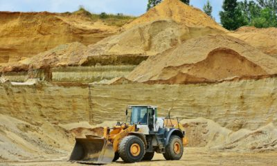 This picture show a truck working on a mining site.