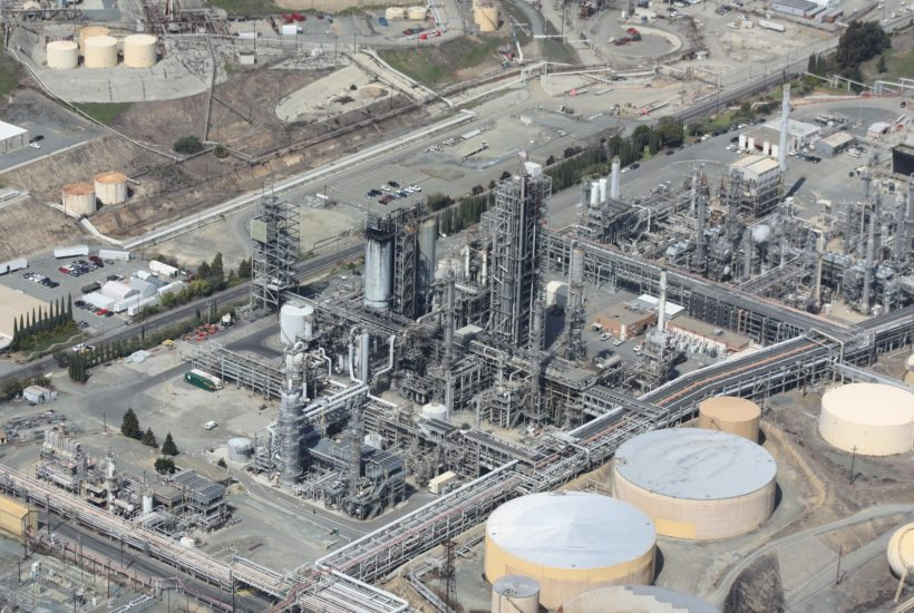 This picture show an Oil refinery.