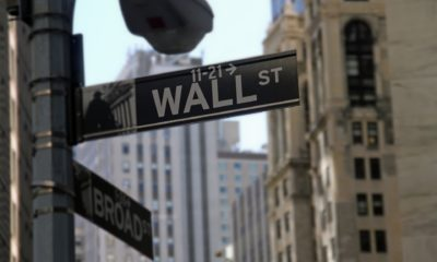 This picture show a Wall Street sign.