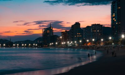 This picture show a beach in Acapulco.