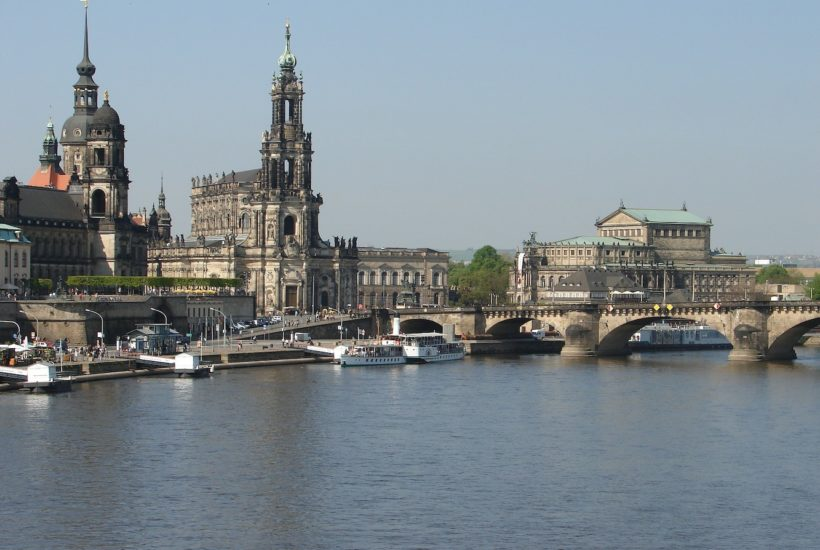 This picture show the city of dresden.