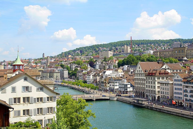 This picture show a the city of Zurich.