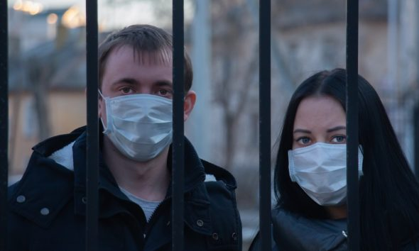 This picture show a couple with a mask.