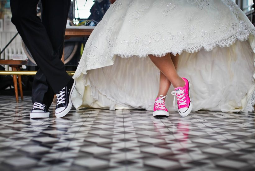 This picture show a couple on a wedding.