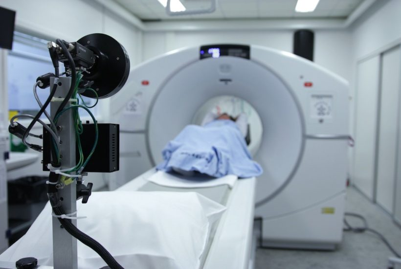 This picture show an hospital radiologist room.